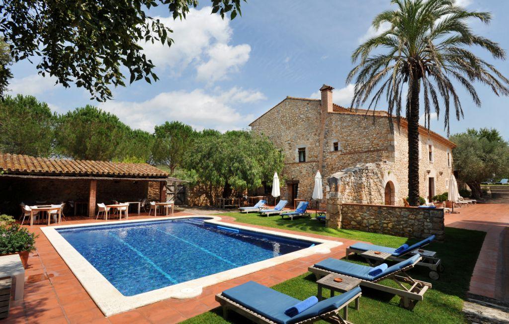 Hotel relais mas falgarona petits grans hotels de catalunya for Hoteles con piscina en tarragona